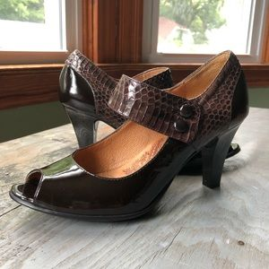 Sofft NWOT brown patent leather open toe shoe 8M